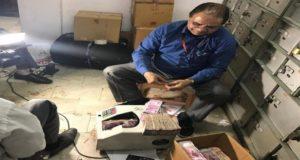 दिल्ली में इनकम टैक्स का छापा, 30 करोड़ रुपये बरामद ,नोटों की गिनती अभी जारी