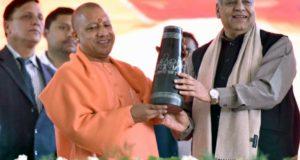 मुख्यमंत्री ने  गोरखपुर में  उद्यमियों एवं हस्तशिल्पियों को 2,188 करोड़ रु0 से अधिक का ऋण वितरित कर लाभान्वित किया