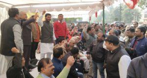 बिजली कर्मचारियों व अभियन्ताओं के राष्ट्रव्यापी कार्य बहिष्कार का दूसरा दिन ,जोरदार विरोध प्रदर्शन