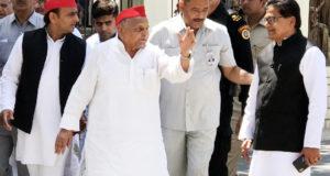 मुलायम सिंह यादव ने मैनपुरी से भरा नामांकन, कहा- एसपी को मिलेगा बहुमत