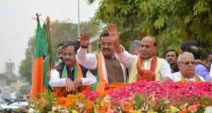 केंद्रीय गृहमंत्री राजनाथ सिंह ने रोड शो के बाद दाखिल किया नामांकन