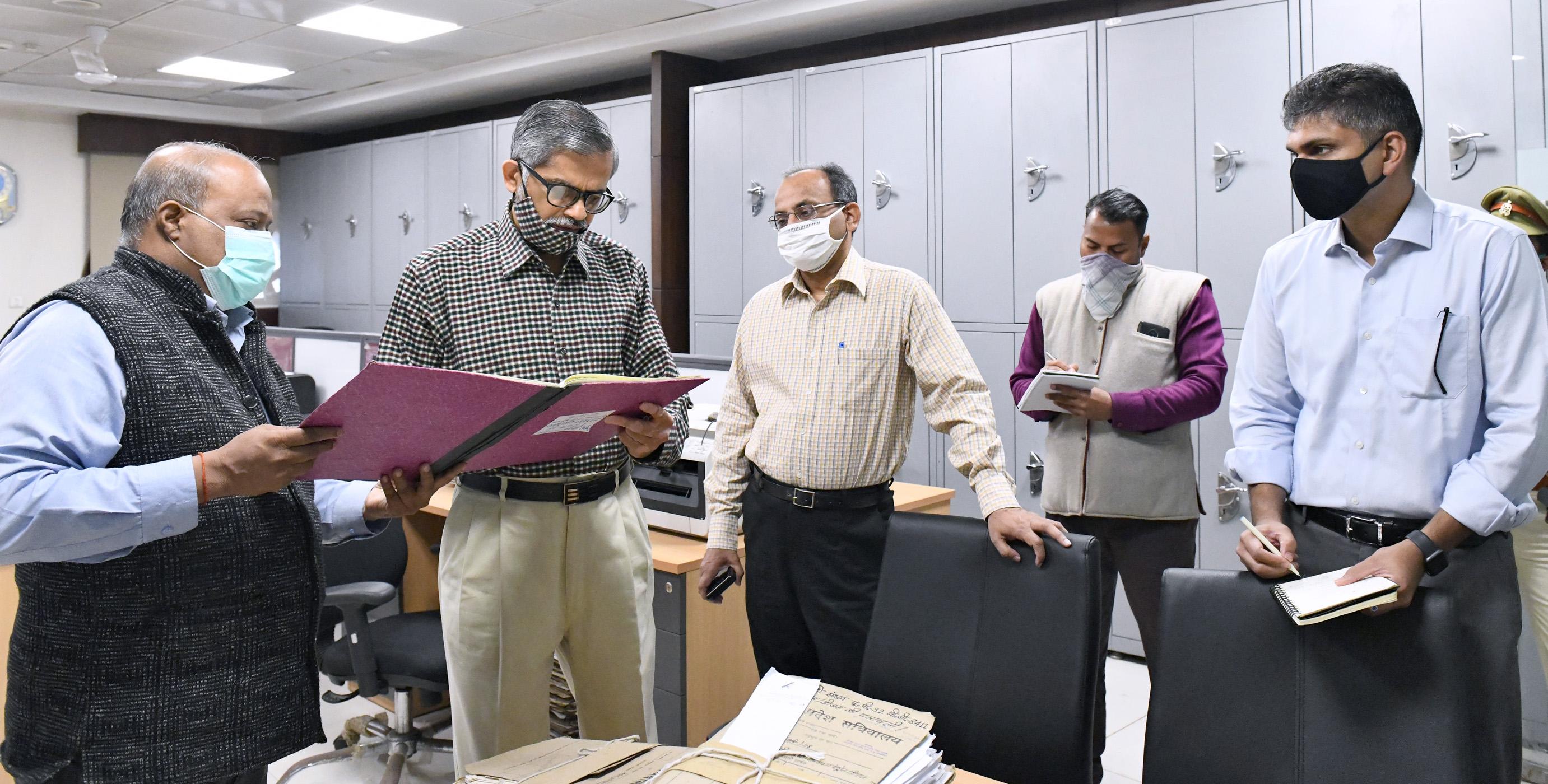 मुख्य सचिव ने लोक भवन स्थित कार्यालयों का किया  औचक निरीक्षण