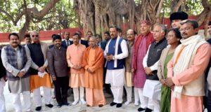 मुख्यमंत्री योगी  ने कुम्भ भ्रमण के दौरान  मंत्रिमण्डल के साथ विभिन्न कार्यक्रमों में भाग लिया