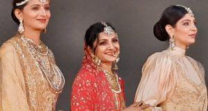 खादी फैशन शो मे मॉडल्स ने रैम्प पर कैटवाक कर  चार चाॅद लगाया ,ऋतु सुहास भी रेड ब्राइडल मे उतरी मंच पर