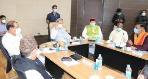 सीएम रावत ने रूद्रपुर में समीक्षा बैठक कर जाना कोविड से बचाव के उपायों को ,  मरीजों से विडियो काल पर बात भी की