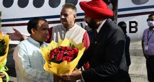 उत्तराखंड  के नवनियुक्त राज्यपाल लेफ्टिनेंट जनरल (सेवानिवृत) श्री गुरमीत सिंह के  देहरादून आगमन पर  गार्ड ऑफ ऑनर दिया गया