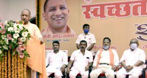 गोरखपुर में मुख्यमंत्री योगी ने कहा, स्वस्थ जीवन के लिए हमें स्वच्छता को संस्कार बनाना होगा